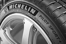 Michelin Pilot Sport 4 255/40 ZR18 99 Y XL Letní